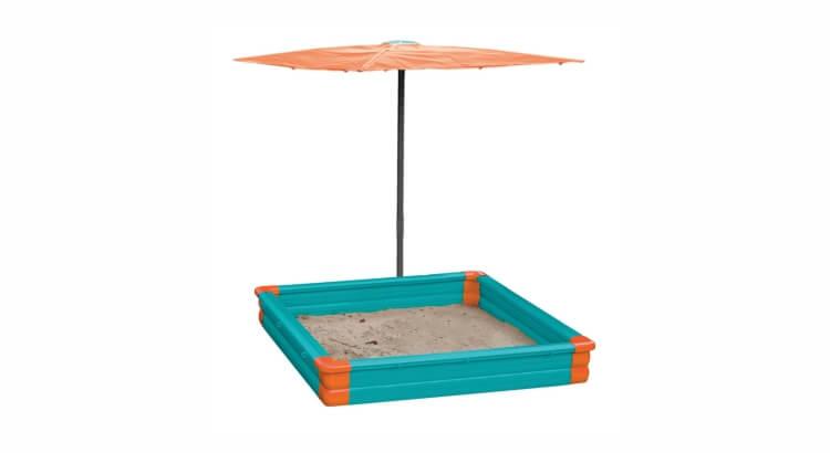 Migliori casette in legno con scivolo: Sabbiera Gardena con ombrellone di Knorr Toys