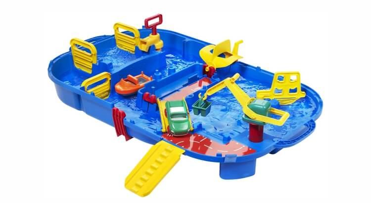 Tavoli per giocare con acqua e sabbia: La Chiusa Lockbox di AquaPlay